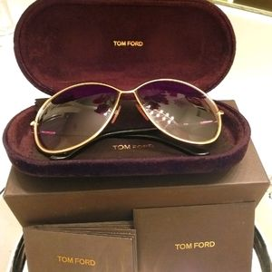 TOM FORD STUNNING SHADES.🤩🤩